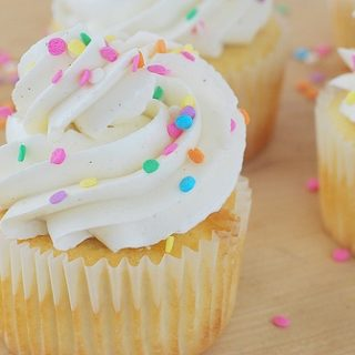 White Cupcakes with Vanilla Bean Buttercream