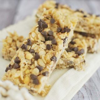 No-Bake Chewy Peanut Butter Chocolate Chip Granola Bars